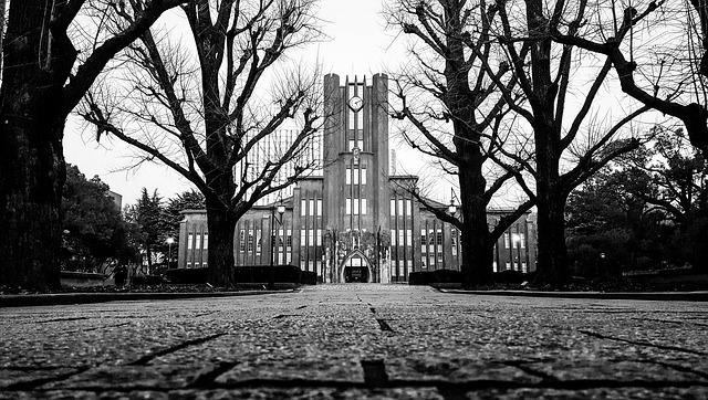 東京大学(白黒)